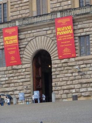 On to the Pitti Palace... more big doors...