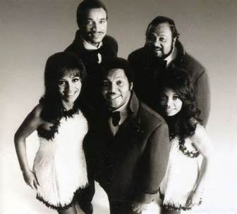 The group included Billy Davis Jr. and Marilyn McCoo.